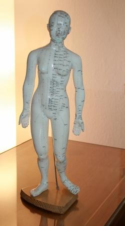 Meridiantherapie in der Naturheilpraxis von Heilpraktikerin Anna Velisek